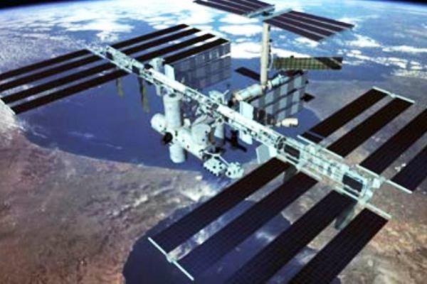 سوراخ در بدنه ایستگاه فضایی بین المللی، تعمیر عجیب توسط فضانورد!